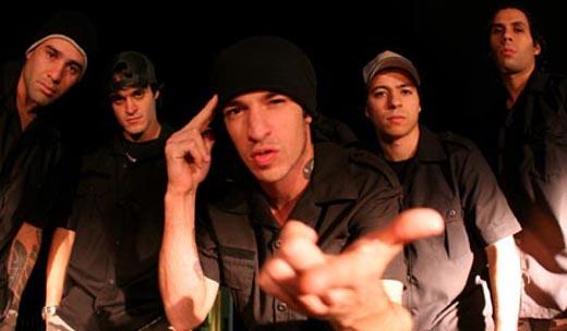 """""""O Police é uma referência para todos que admiram música boa, acho que os caras foram um marco na música mundial"""""""