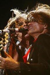 Steven Tyler e Joe Perry deram um show à parte: juntos eles formam uma das maiores duplas que o rock'n'roll já conheceu
