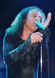 Dio entrou cantando uma do Black Sabbath