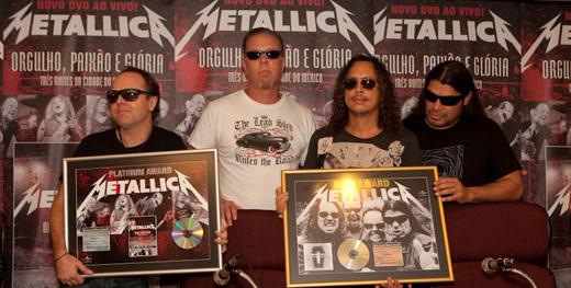 Antes do show o Metallica recebeu os discos de duplo platina (DVD 'Orgulho, Paixão e Glória') e platina ('Death Magnetic')