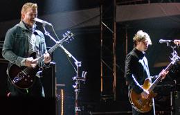 Josh e Shuman lado a lado no palco
