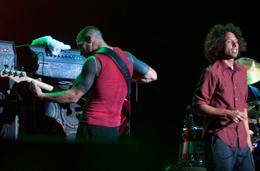 O baixista Tim Commenford e de Zack de la Rocha