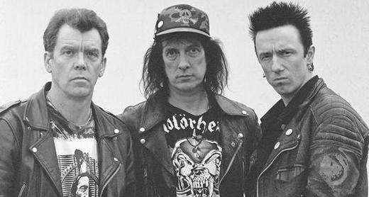 Eddie (bateria), Knox (vocal e guitarra) e Oete (baixo): quem disse que o punk não poderia envelhecer com dignidade?