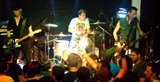 Knox, Eddie e Pete: nomes simples e som simples que sustentam a lenda viva do punk chamada Vibrators