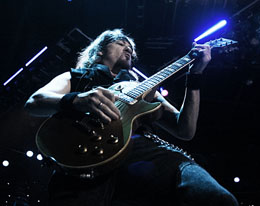 Adrian Smith e o duelo virtuso com Dave Murray