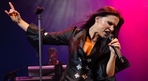 A eterna ex-vocalista do Nightwish detonando geral no do Rio de Janeiro, em março do ano passado