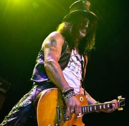 Slash se diverte 'no melhor lugar para tocar'