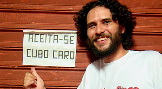 Talles aponta para cartaz que cita espécie de dinheiro fictício criado pelo 'Fora do Eixo' em Cuiabá