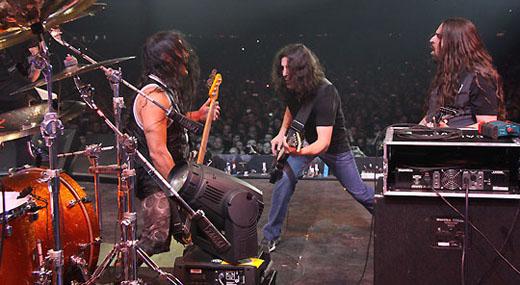 Robert Trujillo (Metallica), Rob Caggiano (Anthrax) e Andreas Kisser (Sepultura)