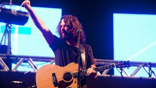 Chris Cornell trouxe um show cheio de sucessos para o SWU, mas que não funcionou no formato acústico