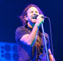 Vedder 'também cantou' e se emocionou