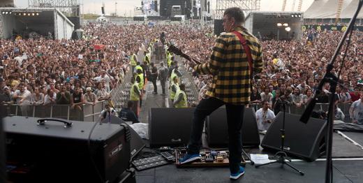 E ainda tem gente que acha que show de banda nacional em festival não atrai bom público...