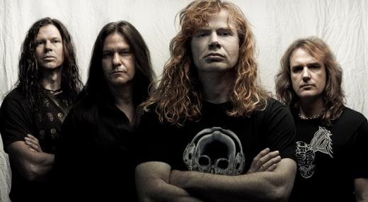 Chris Broderick e os parceiros Shawn Drover (bateria), Dave Mustaine e David Ellefson (guitarras)