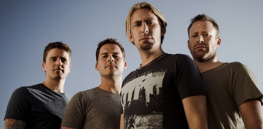 Daniel Adair (bateria), Ryan Peake (guitarra), Chad Kroeger (vocal e guitarra) e Mike Kroeger (baixo)