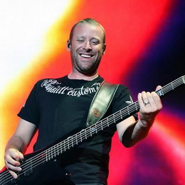 O simpático Mike Kroeger em ação, em 2009