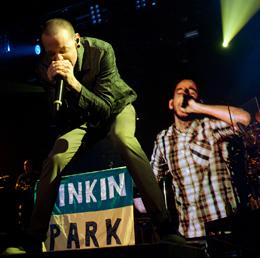 Chester real faz dupla com a imagem de Shinoda