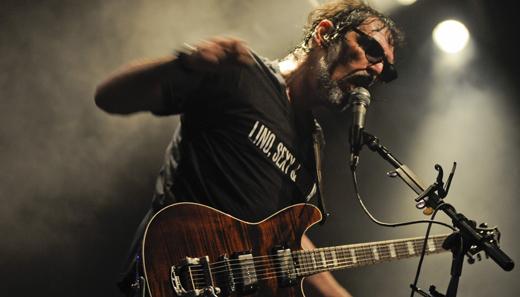 Elétrico: Lobão assume face de guitarrista, atualiza repertório e faz show pesado como o rock deve ser