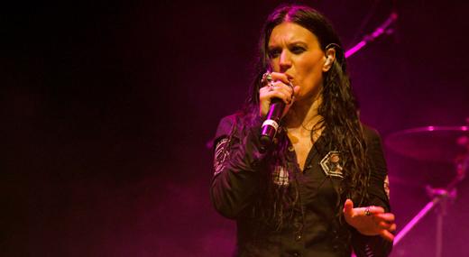 Cristina Scabia no comando: noite de erros e acertos na primeira turnê do Lacuna como banda principal