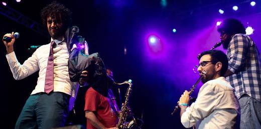 Coragem: os coreográficos Móveis Coloniais mandaram uma pá de músicas novas na alta madrugada