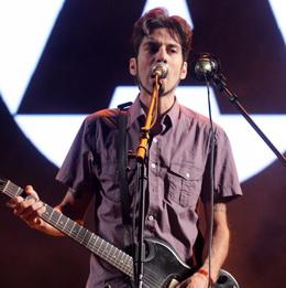 Alf lançou três músicas e tocou antigos sucessos