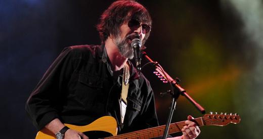 Lobão também desfilou uma porção de hits e apresentou música nova, que fala sobre o Fora do Eixo