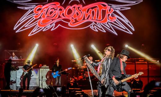 Vilsa geral do palco, com o telão de alta definição que só o Aerosmith teve em todo o Monsters Of Rock