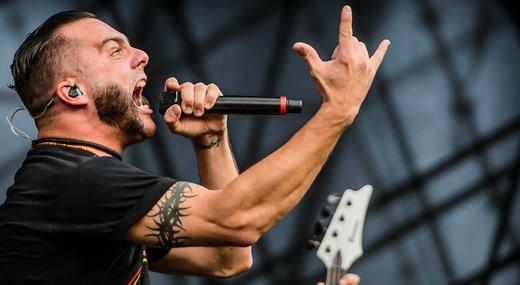 O vocalista do Killswitch Engage, Jesse Leach, citou as manifestações que acontecem no Brasil title=
