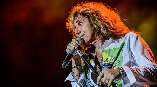 David Coverdale mantém boa peformance e sustenta bem a voz até o final do show do Whitesnake