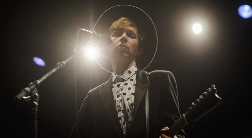 Beck, sob a aura de um dos músicos mais influentes e ecléticos de sua geração: vencedor ou perdedor?