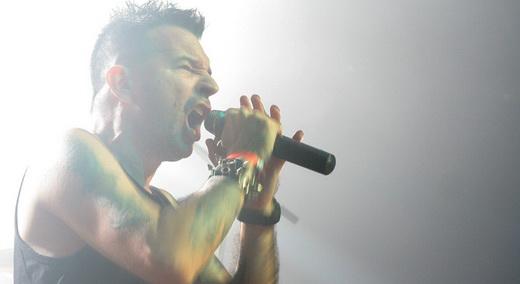 Jayme Katarro lidera a impressionante performance do Delinquentes no Goiânia Noise Festival
