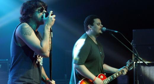 Diablo Motor, um dos melhores shows e pouco público: o vocalista Rafael Sales e o guitarrista Filipe Cabral