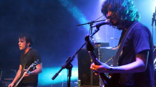 O baixista Michael Ojeda e o vocalista e guitarrista Dark Jordão: o Mal marca presença com o Fuzzly