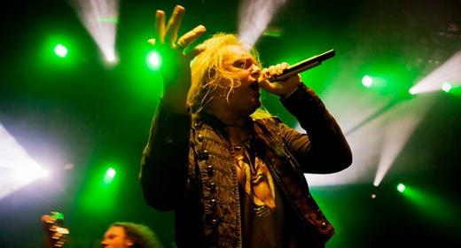 O empático vocalista Andi Deris, que, há 20 anos no posto, não sente mais a sombra de ex-integrantes