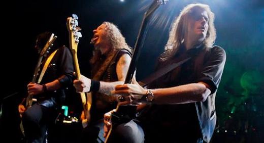 Coreografia: os guitarristas Sascha Gerstner e Michael Weikath se juntam ao baixista Markus Grosskopf