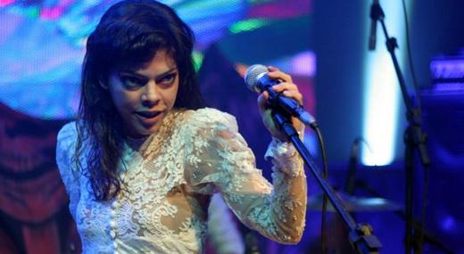 A apimentada vocalista Gaivota Naves, do empoeirados Rios Voadores: pronta para casar