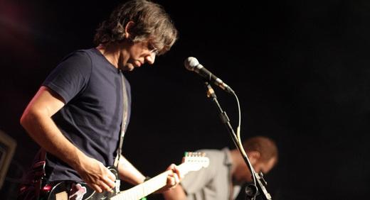 O guitarrista Mini leva o Walverdes à construção de verdadeiras muralhas de guitarras distorcidas