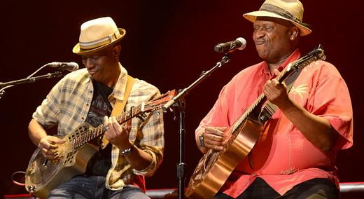 Velha guarda: Keb' Mo' e Taj Mahal tocam o blues de raiz com instrumentos 'customizados'