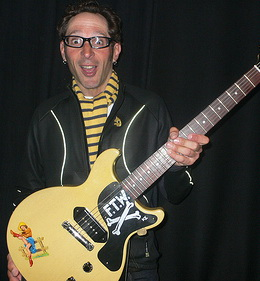 Mike Dimkich, o novo guitarrista do Bad Religion