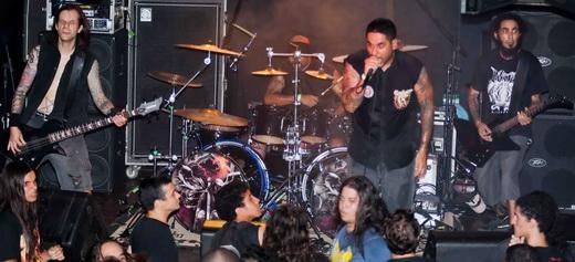 Lançado disco, Confronto agita o público no show de abertura: a nova cara do metal latino americano