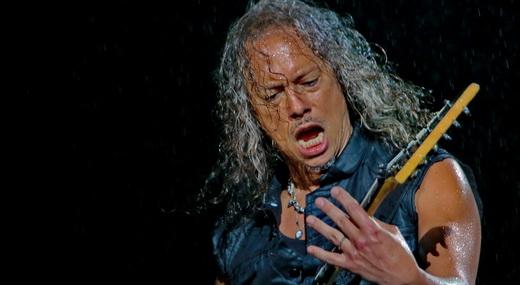 Os cabelos brancos do guitarrista Kirk Hammett, que debulhou a guitarra na novata 'Lords Of Summer'