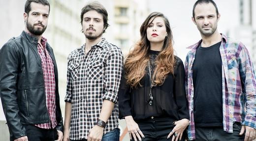 A atual formação da banda: Martin (guitarra), Guilherme (baixo), Pitty (vocal) e Duda (bateria)