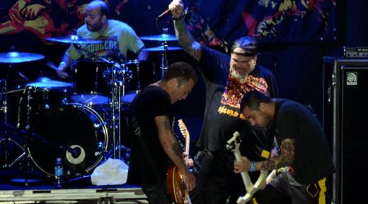 Juntos já há 10 anos: Boka (bateria), Jão (guitarra), João Gordo (vocais) e Juninho (baixo) agitando