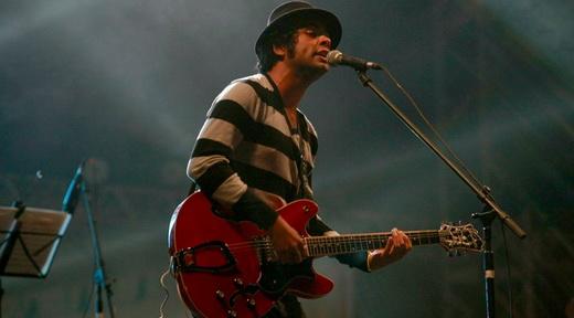 Julio Andrade e o cativante blues rock do sertão feito por uma banda de dois homens sós