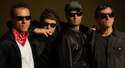 Titãs: Tony Bellotto (guitarra), Branco Mello (baixo), Sérgio Britto (teclados) e Paulo Miklos (guitarra)