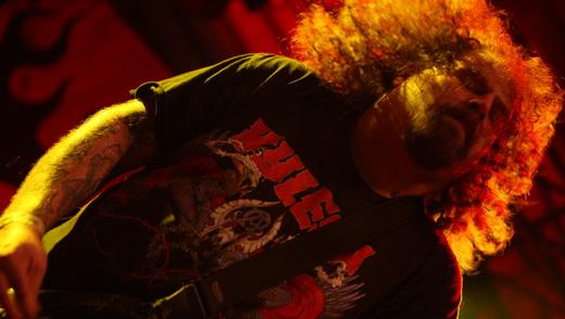 O emblemático Shane Embury, integrante mais antigo de uma das bandas mais influentes do mundo