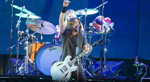 Desde o Rock In Rio, há 14 anos, Dave Grohl segue erguendo o braço esquerdo enquanto toca guitarra