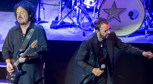Guitarrista do Toto, Steve Lukather, aparece junto com Ringo: fundamental nos arranjos das músicas