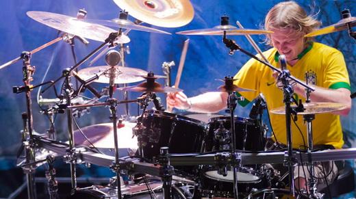 Camisa 10: o baterista Tommy Portimo, destaque no show do Sonata Arctica ontem, no Circo Voador