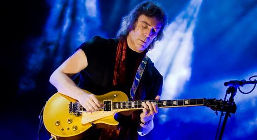 Em grande fase, Steve Hackett comanda o grupo que toca o repertório do Genesis entre 1971 e 1976