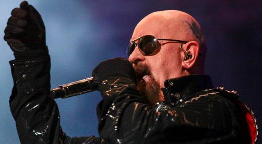 Rob Halford e toda a sua indumentária no show do Judas Priest: superação e muita emoção no palco